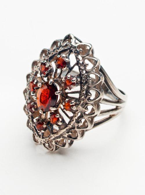 Silver & Garnet vintage ring