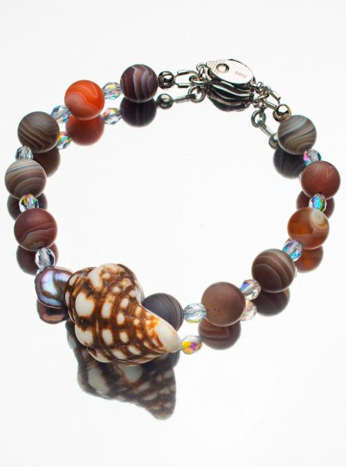 Brown/white shell bracelet